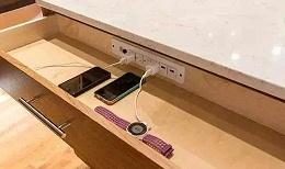 手机充电器座—阻燃PC/ABS合金的制备